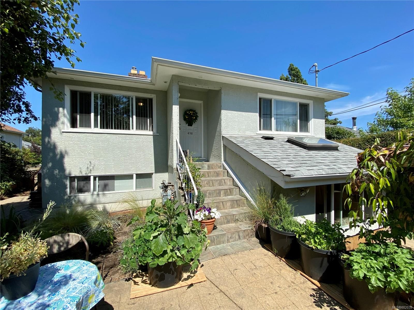 Main Photo: 498 Vincent Ave in : SW Gorge House for sale (Saanich West)  : MLS®# 882038