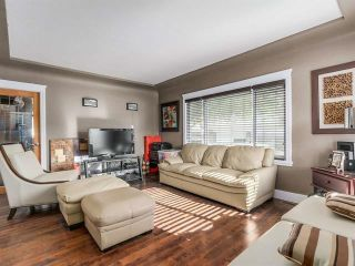 """Photo 3: 3592 KNIGHT Street in Vancouver: Knight House for sale in """"CEDAR COTTAGE"""" (Vancouver East)  : MLS®# R2602203"""