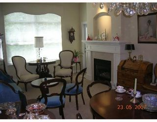 """Photo 2: 411 960 LYNN VALLEY Road in North_Vancouver: Lynn Valley Condo for sale in """"BALMORAL HOUSE"""" (North Vancouver)  : MLS®# V650338"""