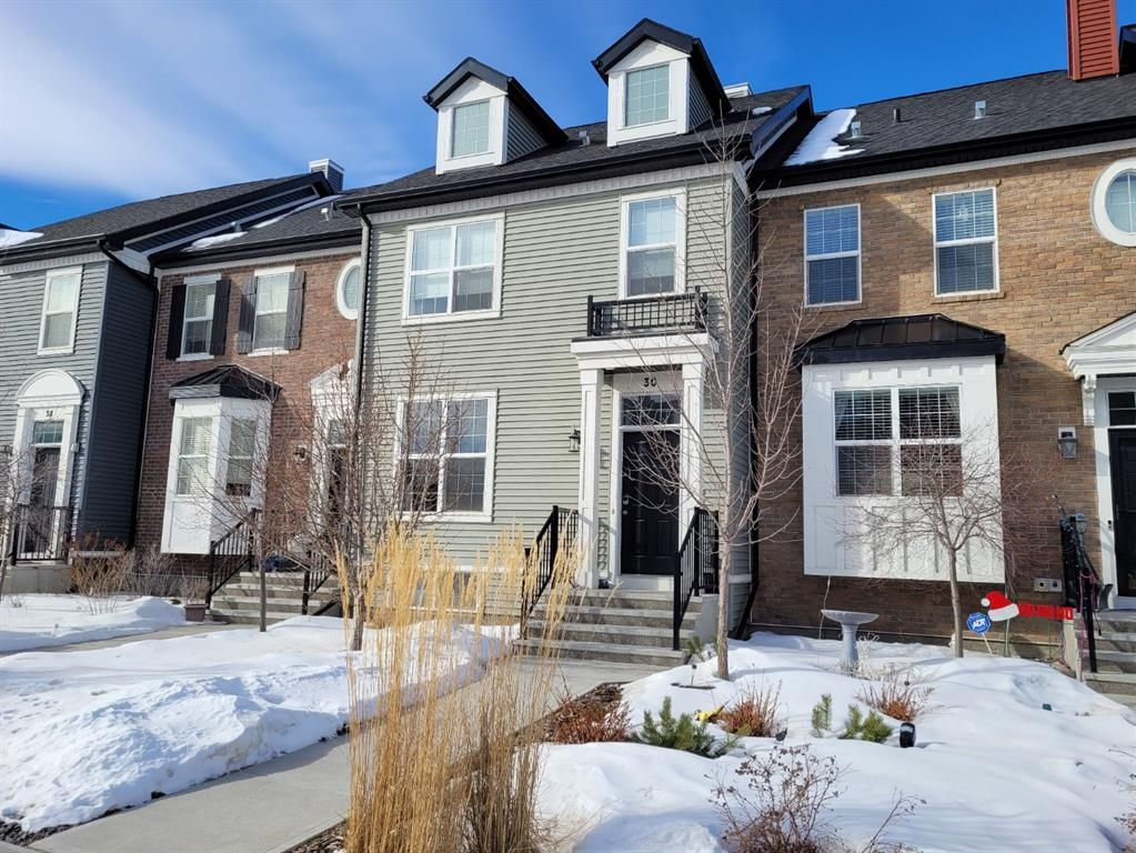 Main Photo: 30 RIVER HEIGHTS Link: Cochrane Row/Townhouse for sale : MLS®# A1071070