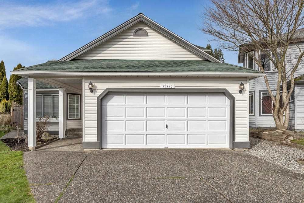 "Main Photo: 20725 115 Avenue in Maple Ridge: West Central House for sale in ""GOLF LANE ESTATES"" : MLS®# R2537346"