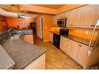 Photo 5: 121 Rockcliffe Pl in VICTORIA: La Thetis Heights House for sale (Langford)  : MLS®# 734804