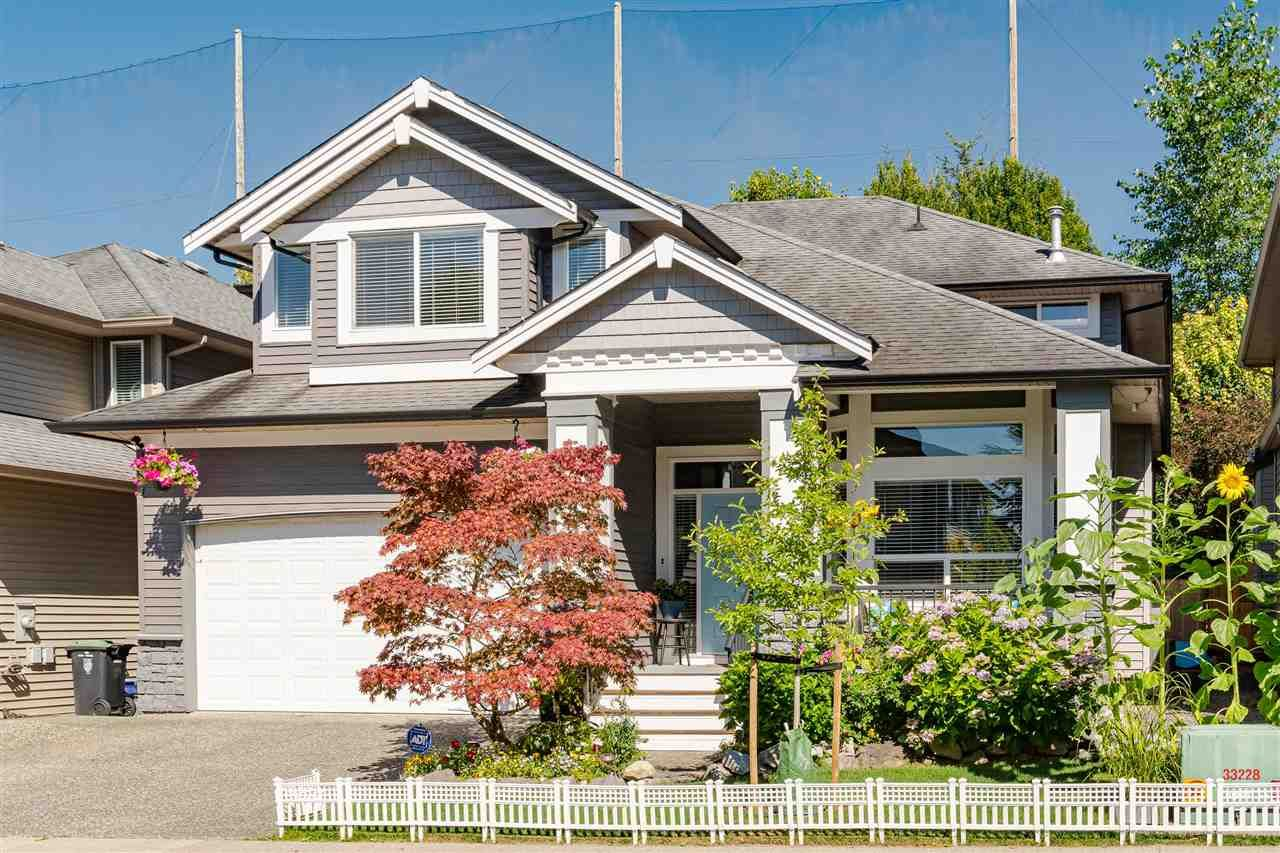 """Main Photo: 9018 217 STREET Street in Langley: Walnut Grove House for sale in """"MADISON PARK"""" : MLS®# R2481351"""