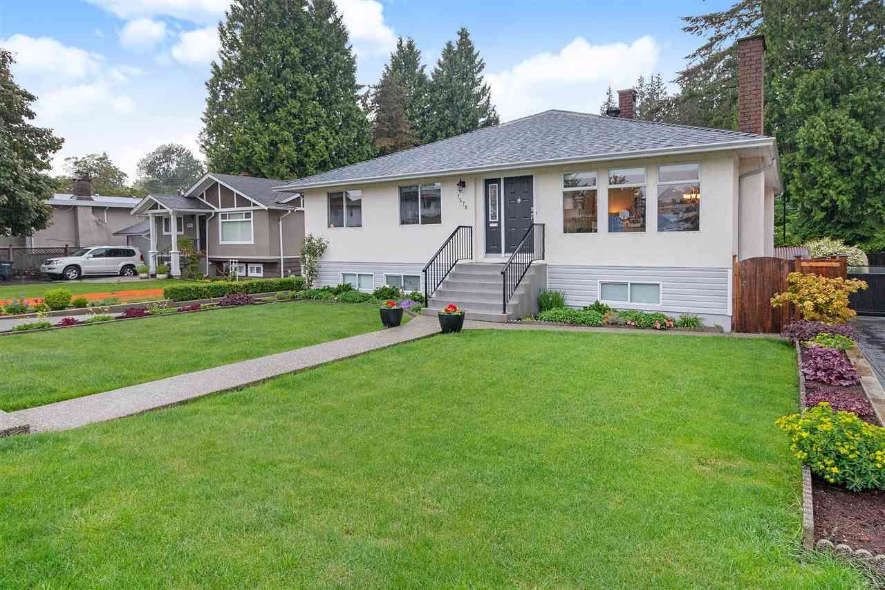 Front to this very well maintained home.