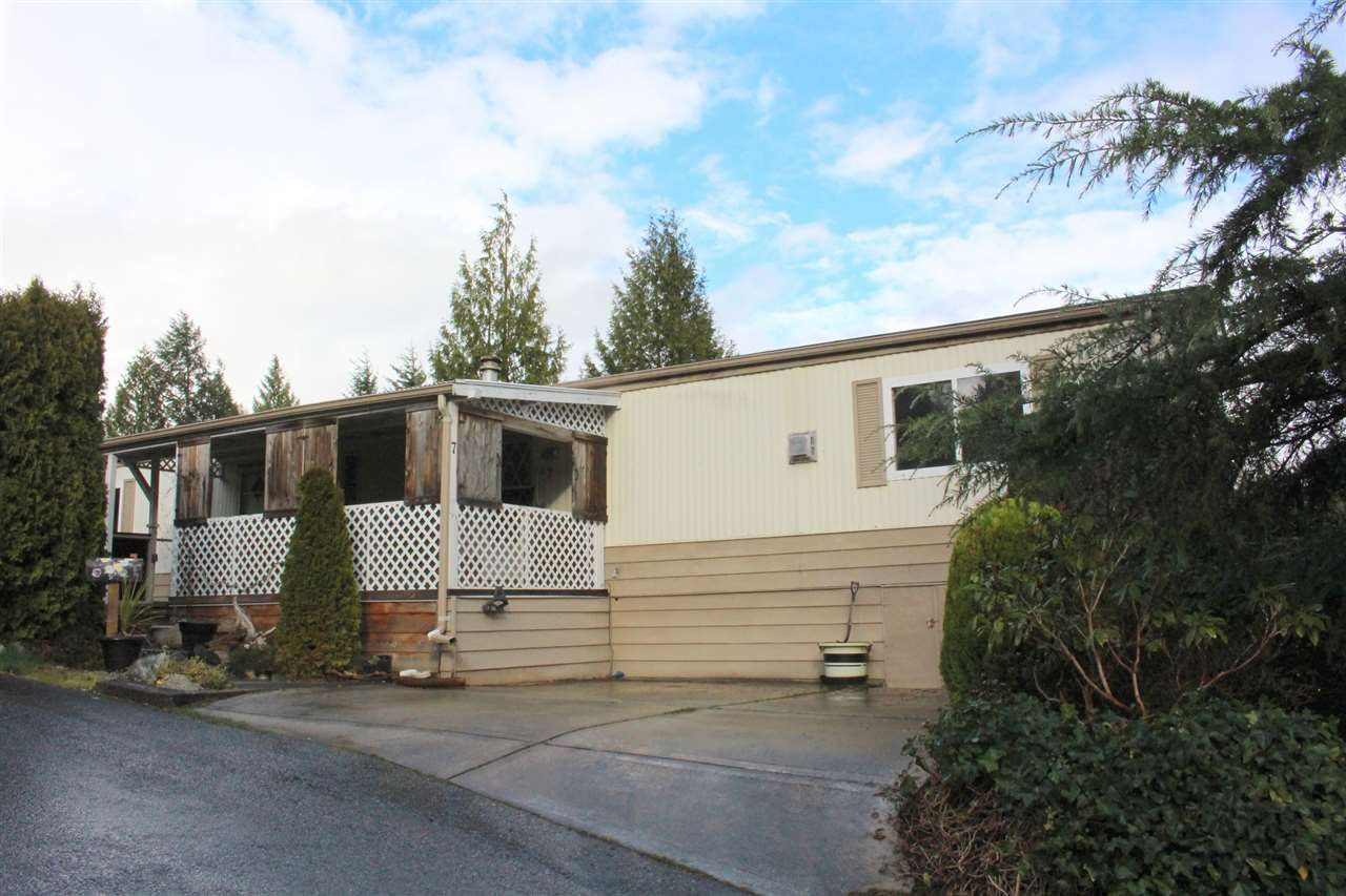 """Main Photo: 7 4116 BROWNING Road in Sechelt: Sechelt District Manufactured Home for sale in """"ROCKLAND WYND"""" (Sunshine Coast)  : MLS®# R2069778"""