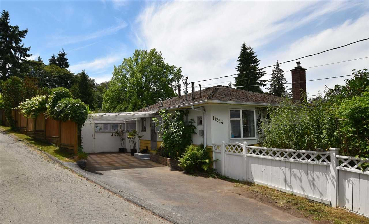 """Main Photo: 11314 ROYAL Crescent in Surrey: Royal Heights House for sale in """"ROYAL HEIGHTS"""" (North Surrey)  : MLS®# R2078455"""
