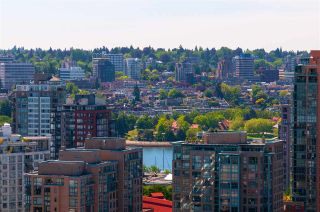 """Photo 1: 2208 928 HOMER Street in Vancouver: Yaletown Condo for sale in """"Yaletown Park"""" (Vancouver West)  : MLS®# R2373790"""
