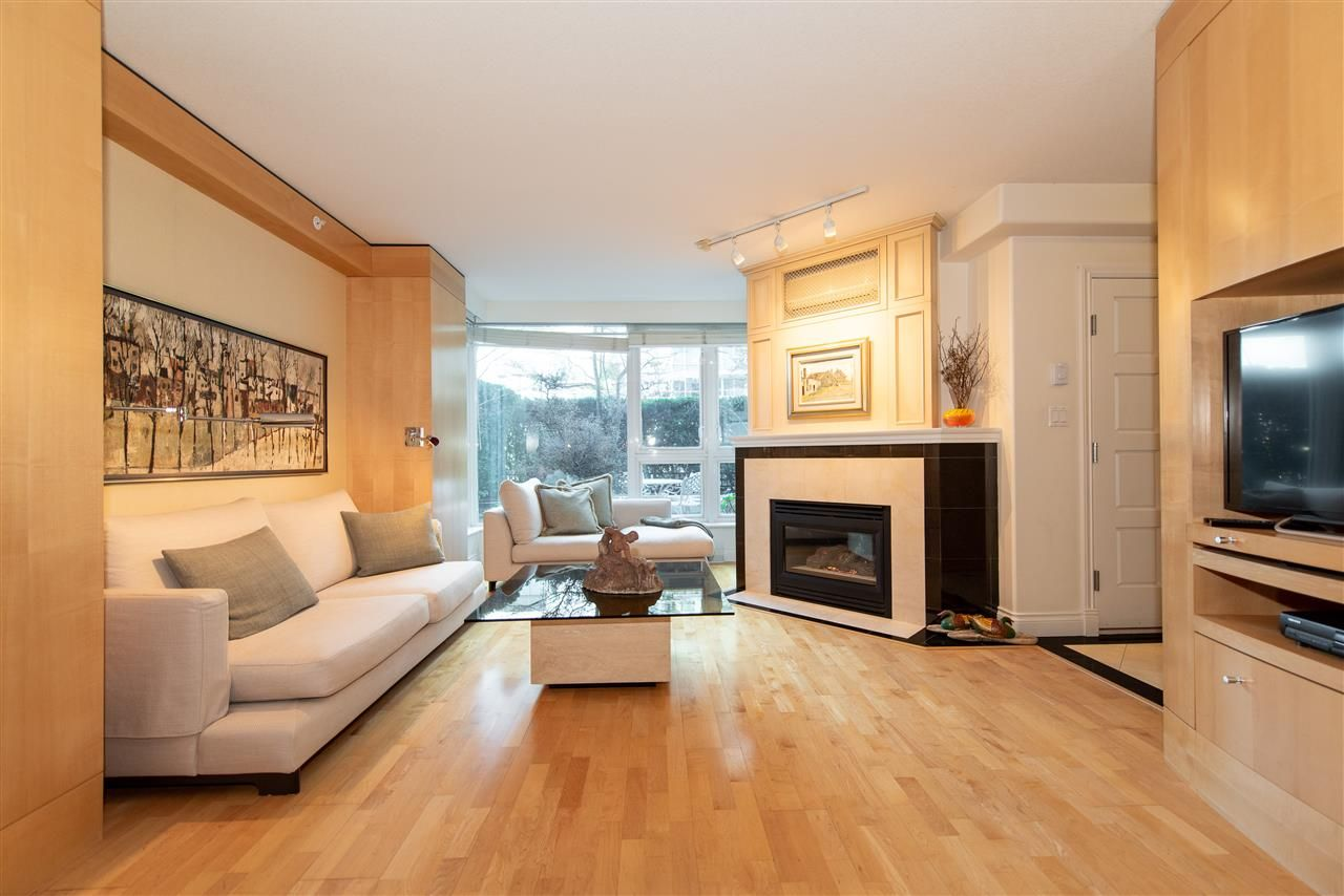 """Main Photo: TH 101 501 NICOLA Street in Vancouver: Coal Harbour Townhouse for sale in """"BAUHINIA-WATERFRONT PLACE"""" (Vancouver West)  : MLS®# R2442935"""