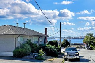 Photo 3: 400 E 1ST Street in North Vancouver: Lower Lonsdale House for sale : MLS®# R2612536