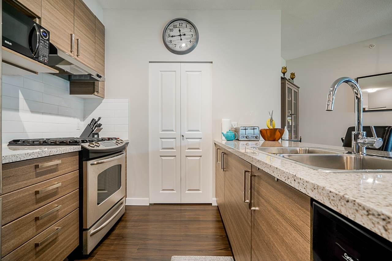 """Photo 3: Photos: 418 1150 KENSAL Place in Coquitlam: New Horizons Condo for sale in """"THOMAS HOUSE BY POLYGON"""" : MLS®# R2453457"""