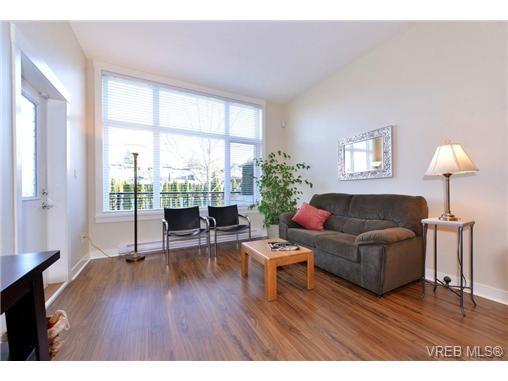 Photo 4: Photos: 103 662 Goldstream Ave in VICTORIA: La Fairway Condo for sale (Langford)  : MLS®# 717329