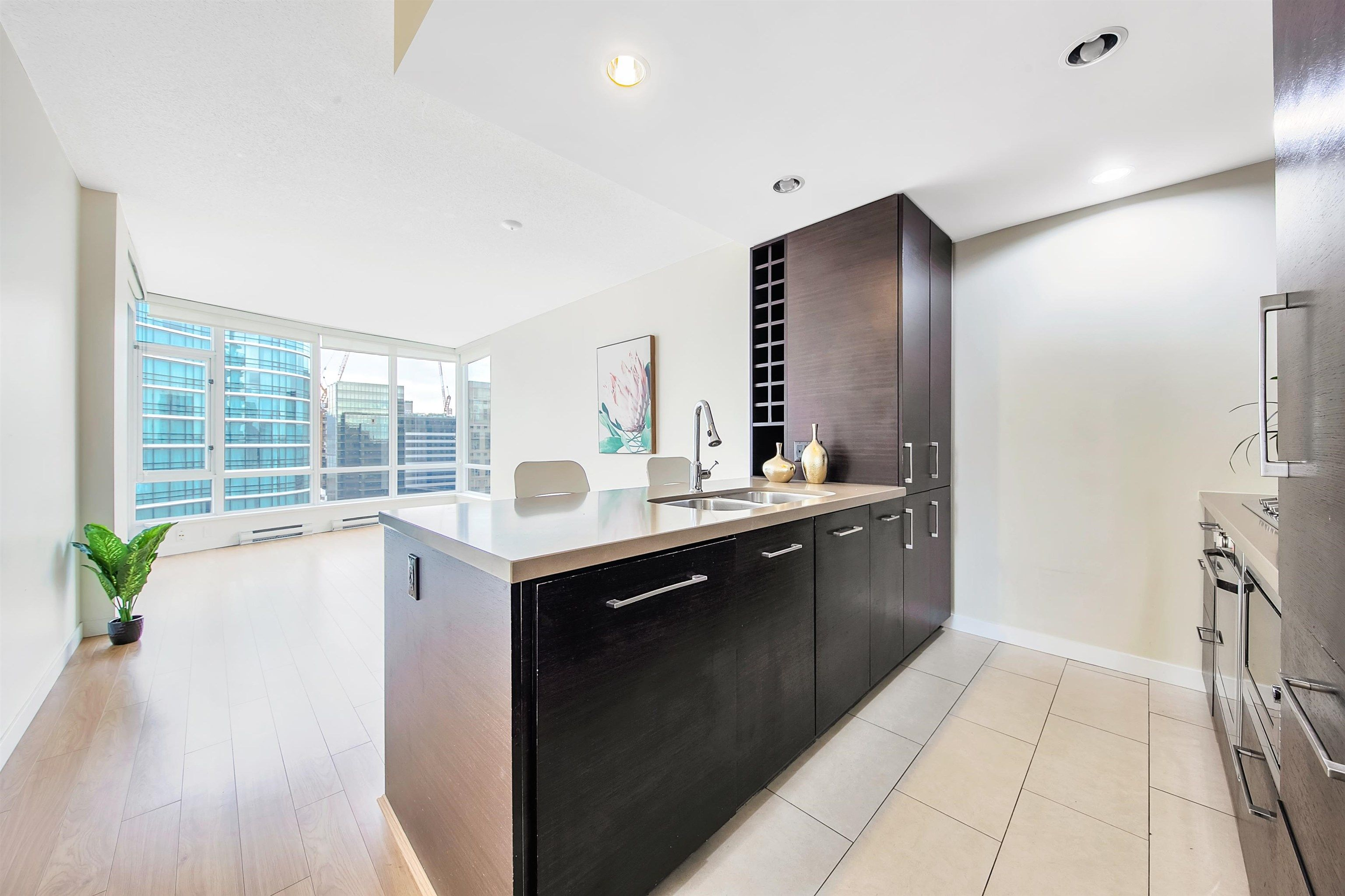 """Photo 4: Photos: 2302 833 HOMER Street in Vancouver: Downtown VW Condo for sale in """"Atelier"""" (Vancouver West)  : MLS®# R2615820"""