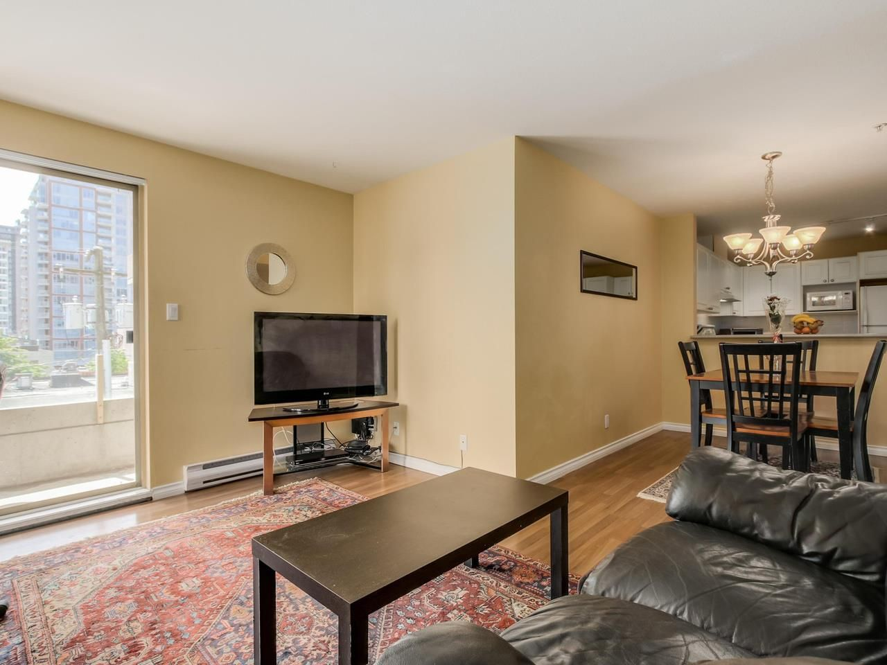 """Photo 4: Photos: 304 137 W 17 Street in North Vancouver: Central Lonsdale Condo for sale in """"Westgate"""" : MLS®# R2075830"""