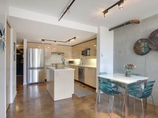 """Photo 9: 305 428 W 8TH Avenue in Vancouver: Mount Pleasant VW Condo for sale in """"XL LOFTS"""" (Vancouver West)  : MLS®# R2184000"""