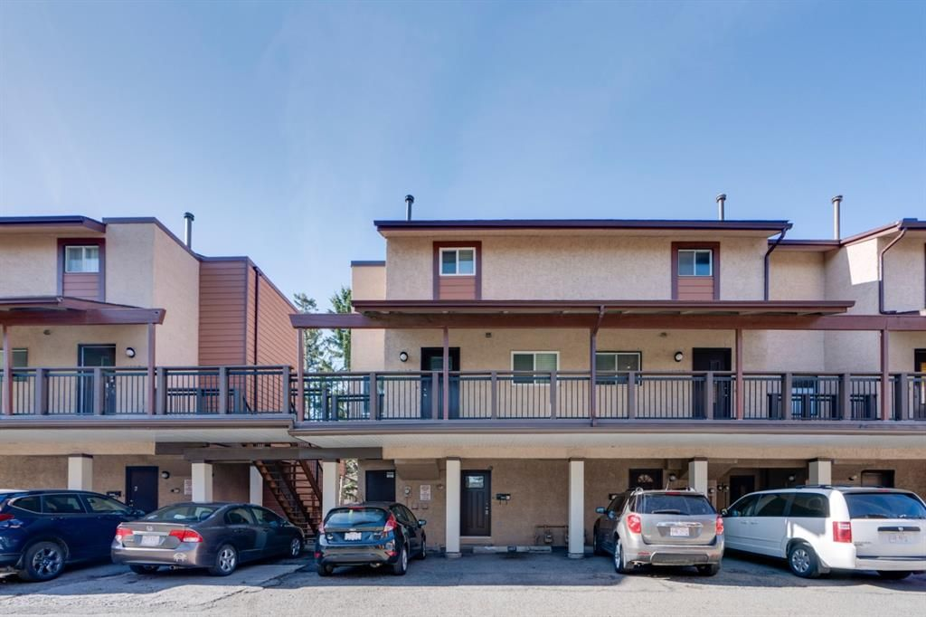 Main Photo: 1102 2520 Palliser Drive SW in Calgary: Oakridge Row/Townhouse for sale : MLS®# A1140077