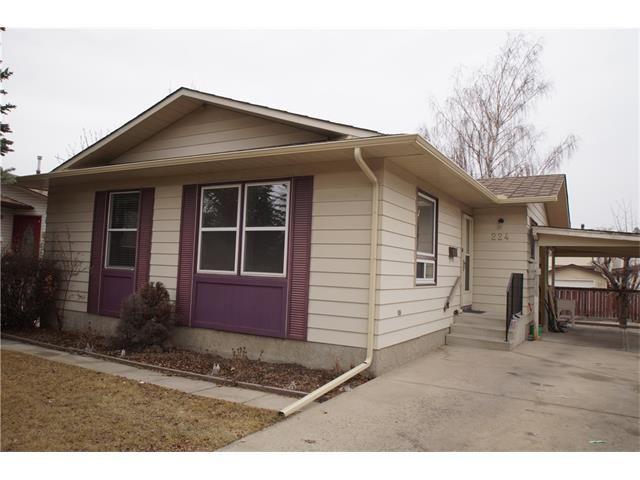 Main Photo: 224 BEDFORD PL NE in Calgary: Beddington Heights House for sale : MLS®# C4109208