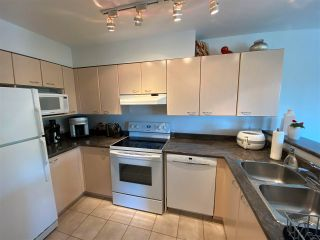 """Photo 10: 403 5855 COWRIE Street in Sechelt: Sechelt District Condo for sale in """"THE OSPREY"""" (Sunshine Coast)  : MLS®# R2581571"""