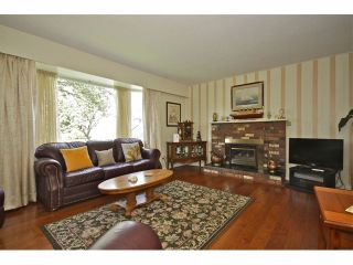 Photo 2: 8841 ROSLIN PL in Surrey: Bear Creek Green Timbers House for sale : MLS®# F1311750