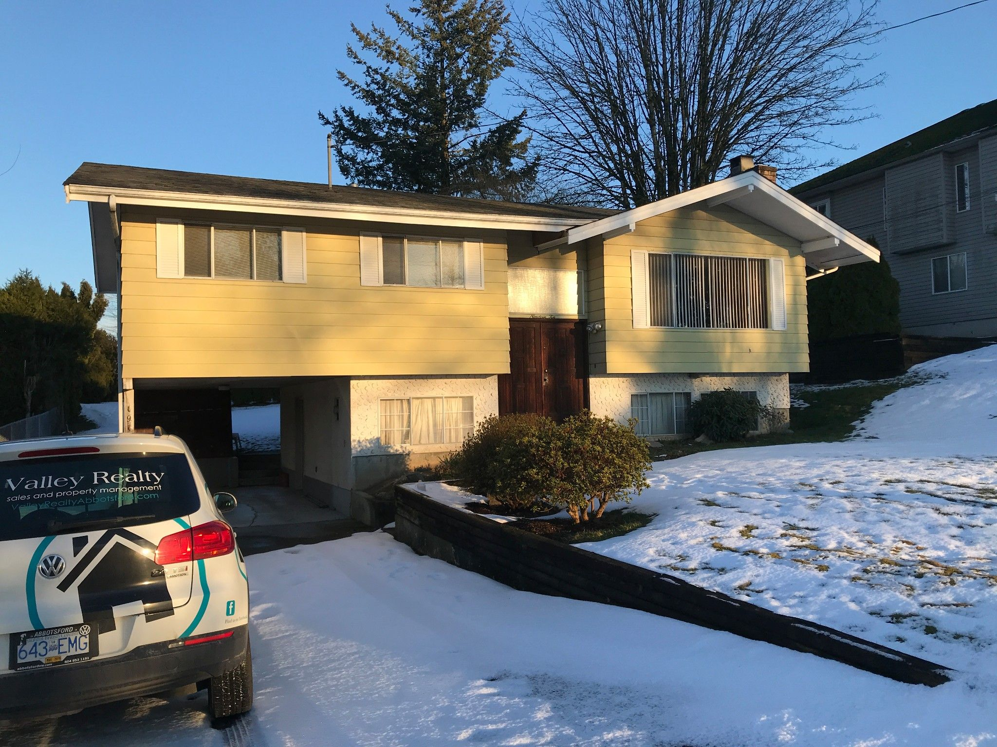 Main Photo: 1910 McKenzie Rd. in Abbotsford: Central Abbotsford House for rent