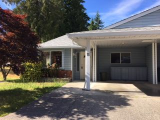 """Photo 1: 11 824 NORTH Road in Gibsons: Gibsons & Area Townhouse for sale in """"TWIN OAKS"""" (Sunshine Coast)  : MLS®# R2481809"""