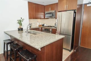 """Photo 3: 704 2978 GLEN Drive in Coquitlam: North Coquitlam Condo for sale in """"Grand Central One"""" : MLS®# R2379022"""