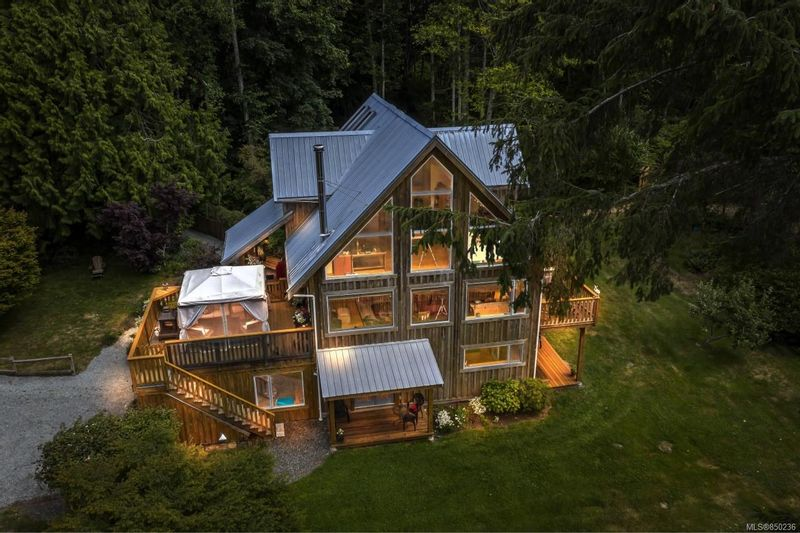 FEATURED LISTING: 4660 Otter Point Pl