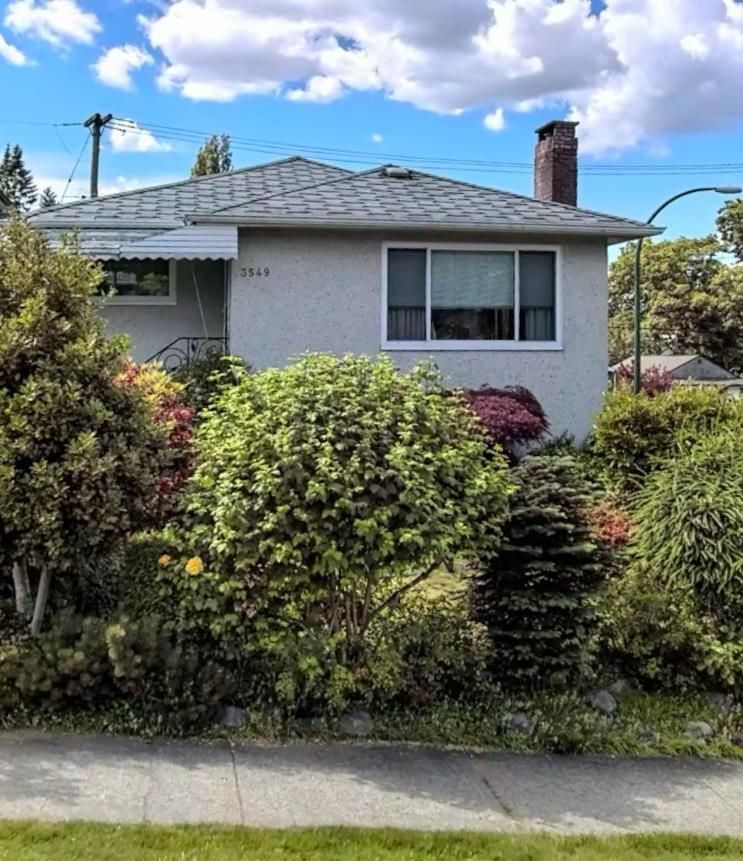 Main Photo: 3549 LAKEWOOD Street in Vancouver: Grandview Woodland House for sale (Vancouver East)  : MLS®# R2555825