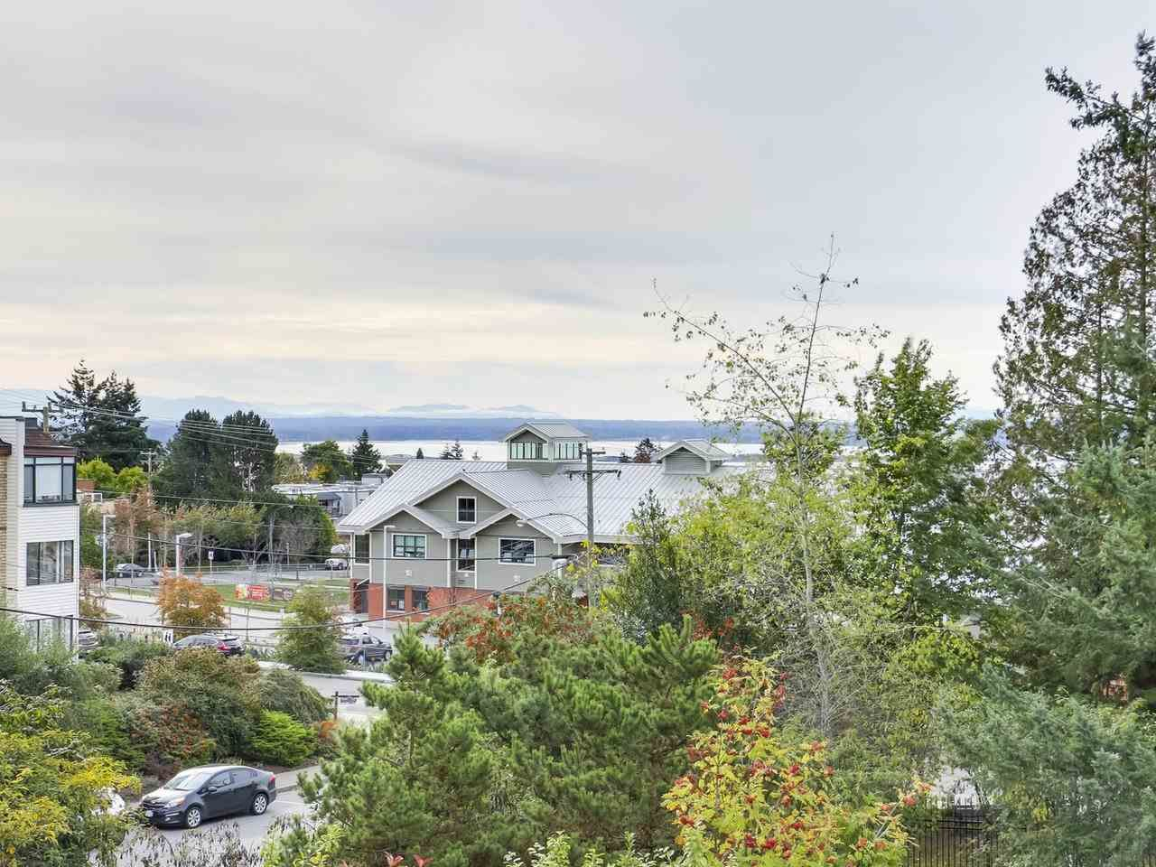 """Photo 18: Photos: 311 1341 GEORGE Street: White Rock Condo for sale in """"OCEANVIEW"""" (South Surrey White Rock)  : MLS®# R2381098"""