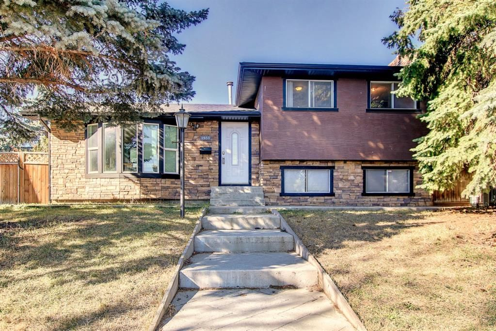 Main Photo: 1931 Pinetree Crescent NE in Calgary: Pineridge Detached for sale : MLS®# A1153335