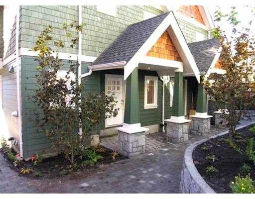 Main Photo: 221 E 17TH ST in North Vancouver: Central Lonsdale Townhouse for sale : MLS®# V597564