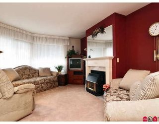 """Photo 1: 105 1450 MCCALLUM Road in Abbotsford: Poplar Townhouse for sale in """"CROWN POINT"""" : MLS®# F2833694"""