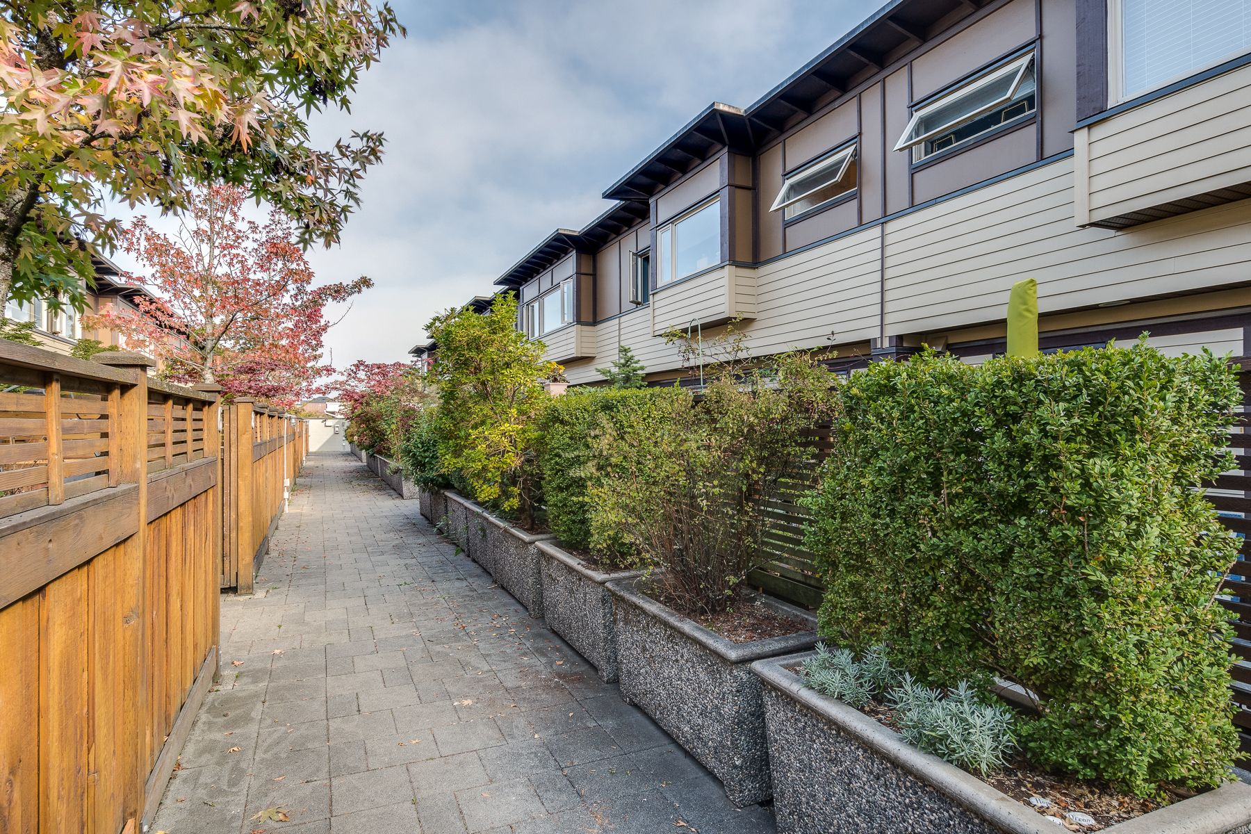 Photo 2: Photos: 7-2389 Charles St in Vancouver: Grandview Woodland Townhouse for sale (Vancouver East)