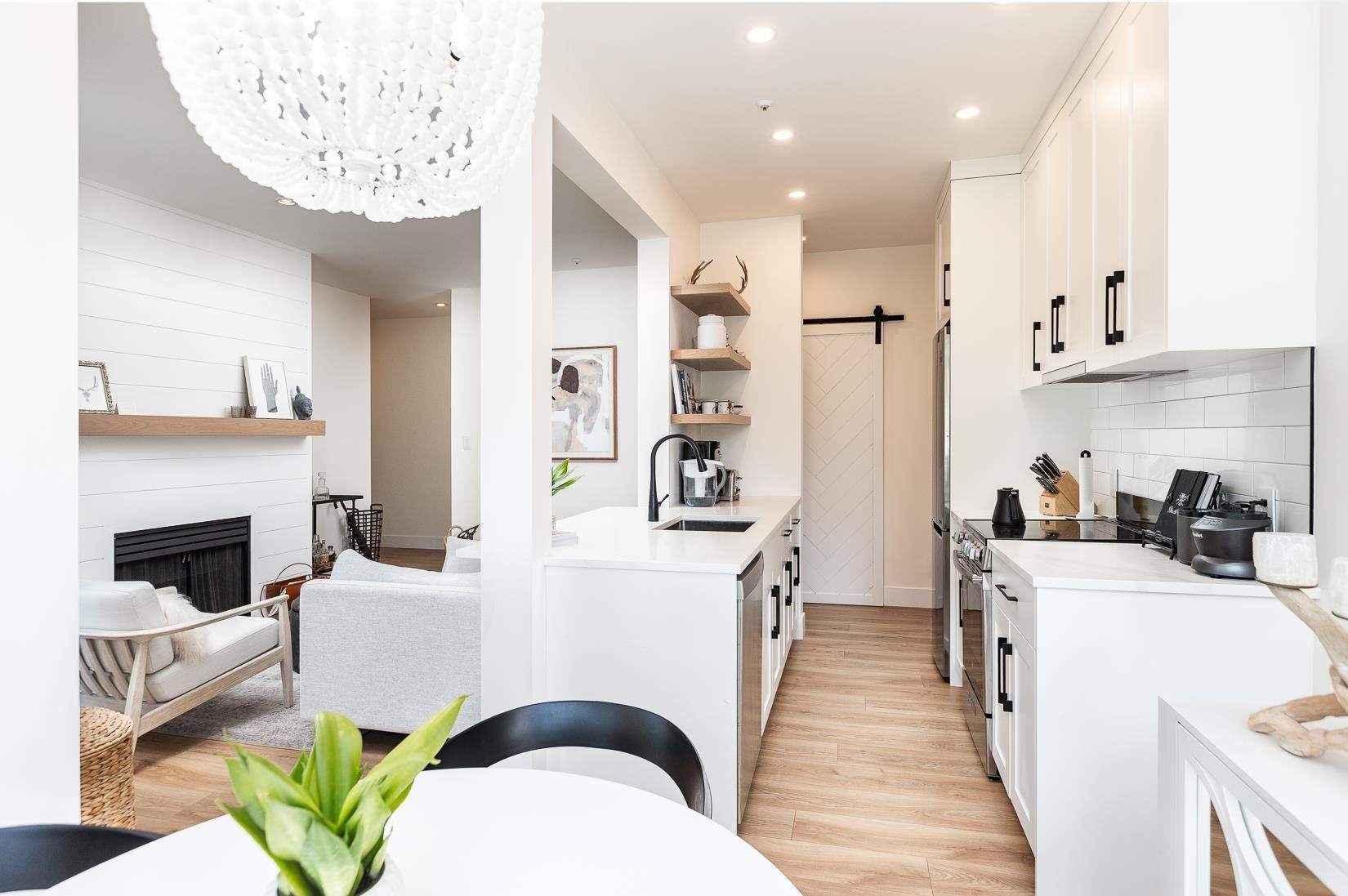 Main Photo: PH7 511 W 7TH Avenue in Vancouver: Fairview VW Condo for sale (Vancouver West)  : MLS®# R2615810