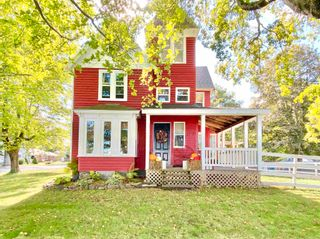 Photo 2: 157 COTTAGE Street in Berwick: 404-Kings County Residential for sale (Annapolis Valley)  : MLS®# 202125237