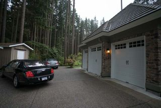 Photo 2: 320 FORESTVIEW Lane: Anmore House for sale (Port Moody)  : MLS®# R2175412