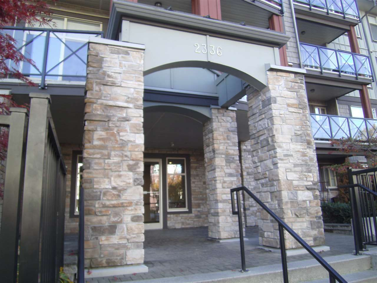 """Photo 2: Photos: 304 2336 WHYTE Avenue in Port Coquitlam: Central Pt Coquitlam Condo for sale in """"CENTREPOINTE"""" : MLS®# R2014539"""