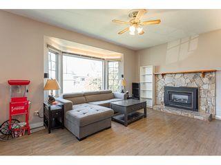 Photo 3: 20160 CHIGWELL Street in Maple Ridge: Southwest Maple Ridge House for sale : MLS®# R2437868
