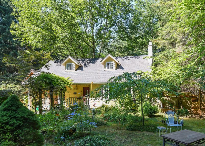 FEATURED LISTING: 410 Ships Point Rd