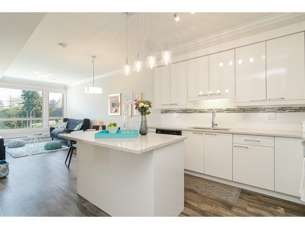 """Photo 7: Photos: 315 19228 64 Avenue in Surrey: Clayton Condo for sale in """"FOCAL POINT"""" (Cloverdale)  : MLS®# R2481765"""