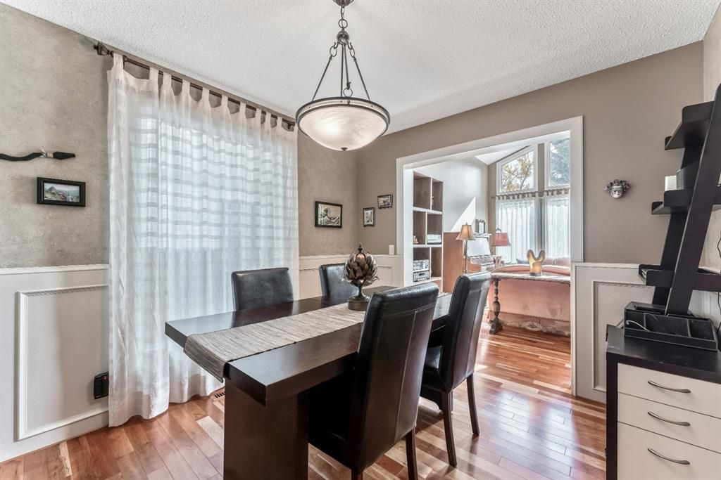 Photo 12: Photos: 84 WOODBROOK Close SW in Calgary: Woodbine Detached for sale : MLS®# A1037845