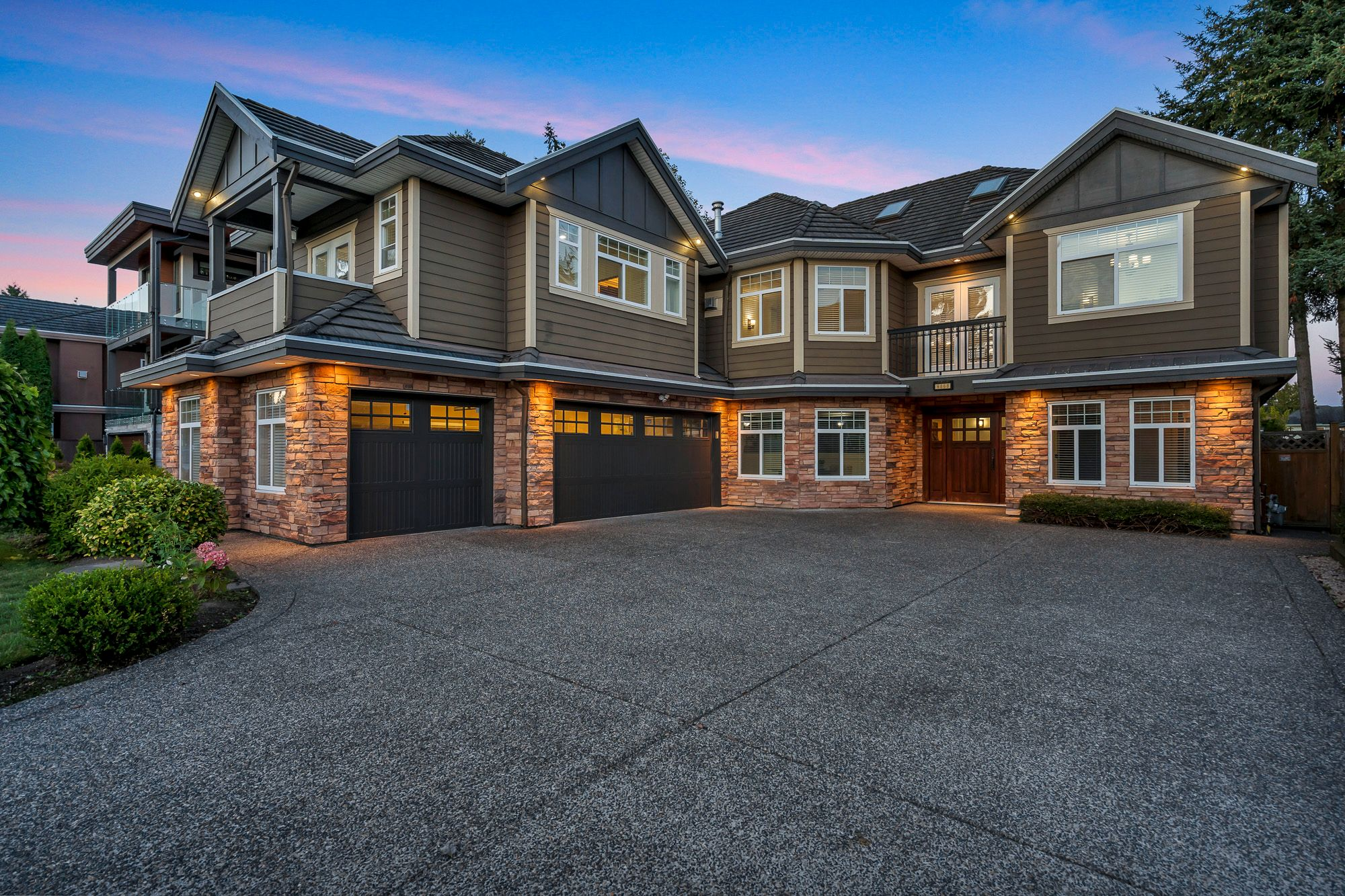 Main Photo: 6868 CLEVEDON Drive in Surrey: West Newton House for sale : MLS®# R2490841
