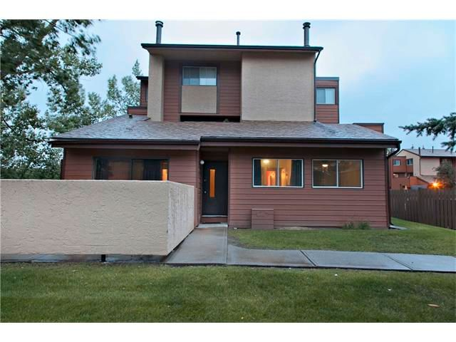 Main Photo: 901 2520 PALLISER Drive SW in Calgary: Oakridge House for sale : MLS®# C4030861