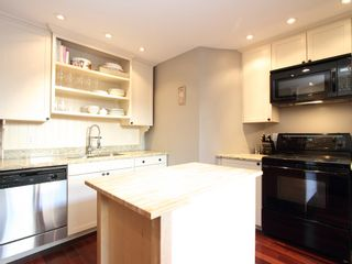 "Photo 11: 17 870 W 7TH Avenue in Vancouver: Fairview VW Townhouse for sale in ""LAUREL COURT"" (Vancouver West)  : MLS®# V907769"