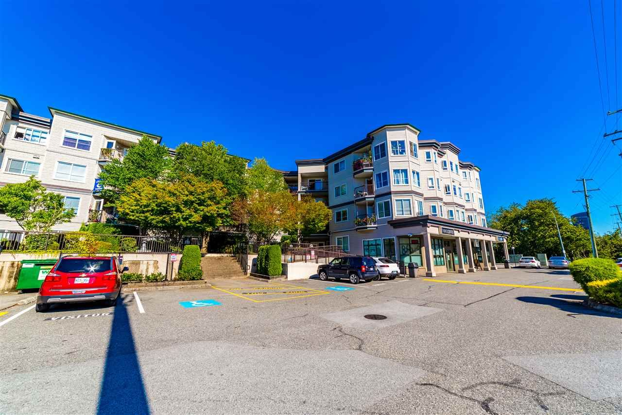 """Main Photo: 401 5765 GLOVER Road in Langley: Langley City Condo for sale in """"College Court"""" : MLS®# R2493254"""