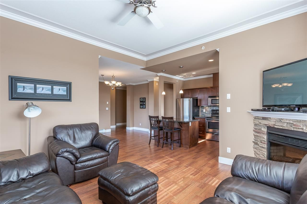 """Photo 10: Photos: 409 33338 MAYFAIR Avenue in Abbotsford: Central Abbotsford Condo for sale in """"The Sterling"""" : MLS®# R2346998"""