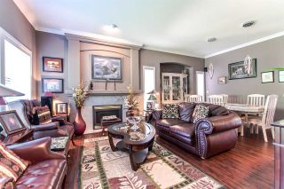 """Photo 3: 20608 93A Avenue in Langley: Walnut Grove House for sale in """"GORDON GREENWOOD"""" : MLS®# R2455681"""