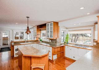 Photo 8: 704 Willingdon Boulevard SE in Calgary: Willow Park Detached for sale : MLS®# A1070574