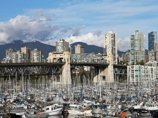 """Photo 1: 404 1510 W 1ST Avenue in Vancouver: False Creek Condo for sale in """"MARINERS POINT"""" (Vancouver West)  : MLS®# V919317"""