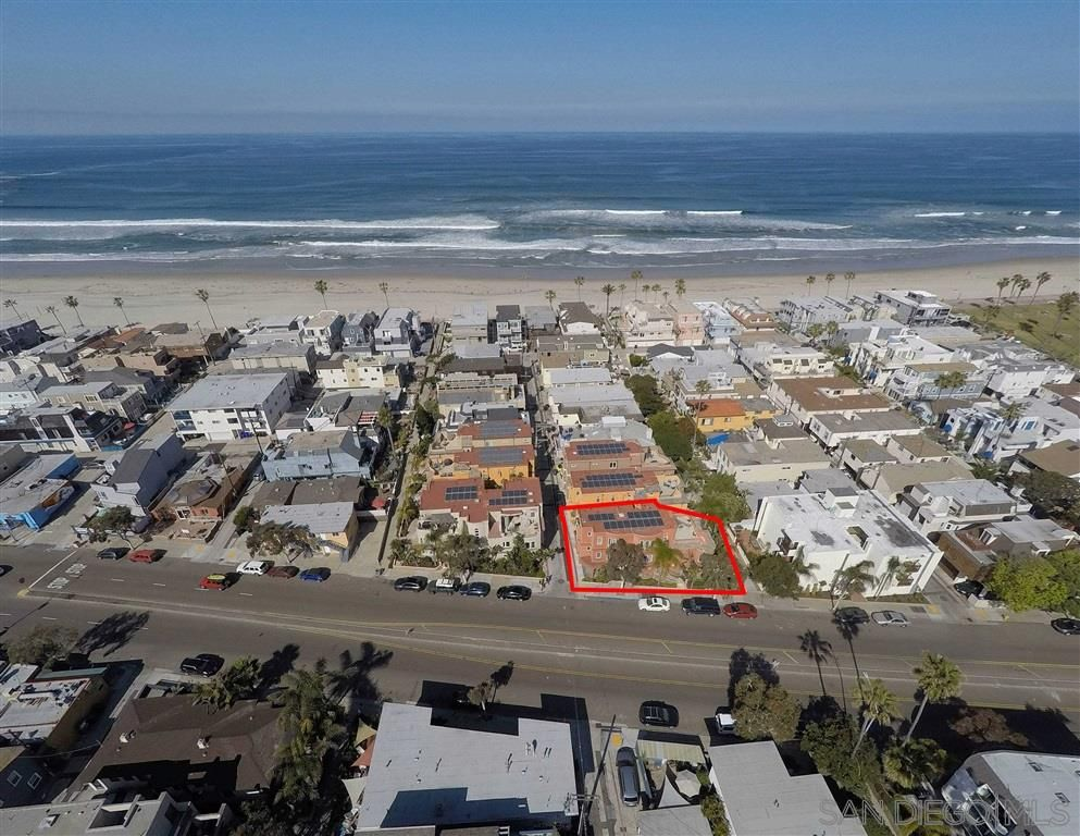 Main Photo: MISSION BEACH House for sale : 6 bedrooms : 745 Dover Court in San Diego