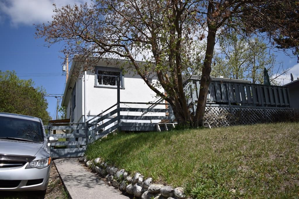 Photo 2: Photos: 58 Mission Road SW in Calgary: Parkhill Detached for sale : MLS®# A1110615